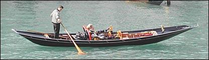 Góndola en el Gran Canal de Venecia.
