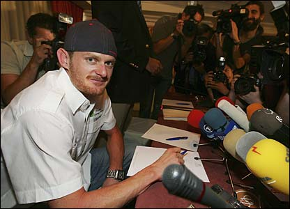 Floyd Landis in at a news conference in Madrid