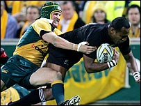 Joe Rokocoko shrugs off Matt Giteau to score against Australia