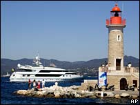 Yacht Altavida leaves St Tropez harbour with wedding party on board