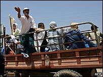Refugiados libaneses huyen del sur del país.