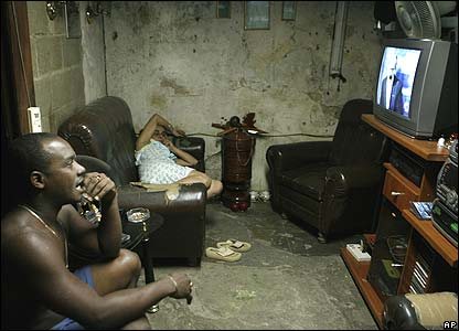 Cuban family watches the TV statement