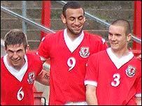 Craig Davies (centre)