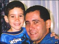 Elián González y su padre, Juan Miguel.