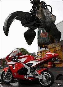 Mini-moto crushing machine in Manchester