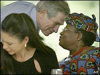 Okonjo-Iweala (right) with Paul Wolfowitz, president of the World Bank