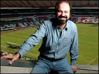 Juan Villoro en el Estadio Azrteca (Foto: Emmanuel Campos)