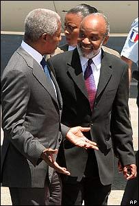 Kofi Annan y René Preval