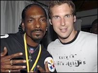 Rap star Snoop Dogg and Chelsea keeper Petr Cech