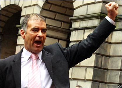 Tommy Sheridan outside the Court of Session after winning his defamation case