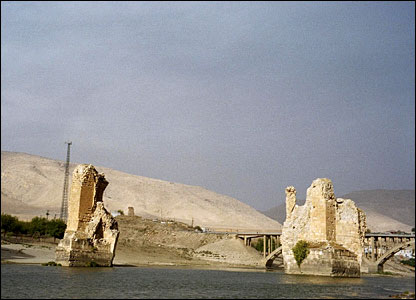 Remains of 12th-century bridge at Hasankeyf (copyright Maggie Ronayne)