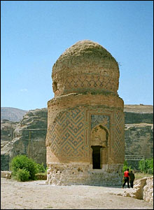 The medieval Zelney Bey tomb in Hasankeyf (copyright Maggie Ronayne)