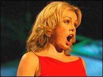 Katherine Jenkins ar lwyfan yr Eisteddfod Genedlaethol