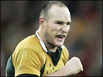 Stirling Mortlock celebrates his winning conversion