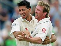 Sajid Mahmood congratulates Paul Collingwood on his first Test wicket