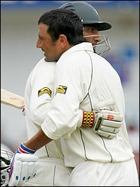 Mohammad Yousuf congratulates Younis Khan on his century