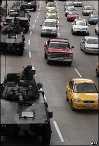 Tanques en una calle de Bogotá