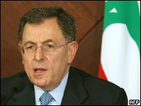 رئيس الوزراء اللبناني فؤاد السنيورة خلال مؤتمر صحفي عقب اجتماع وزراء الخارجية العرب في بيروت 7 أغسطس 2006