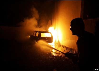 A Lebanese fireman extinguishes fire in Beirut on 7 August 2006