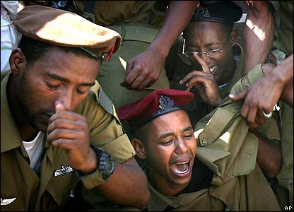 Mourners at the funeral of Israeli Staff Sergeant Moshe Malko Ambao on 8 August 2006
