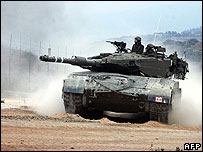 Israeli tank rolls into Lebanon, 8 Aug 06
