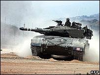 Israeli tank rolls into Lebanon, 8 Aug 06