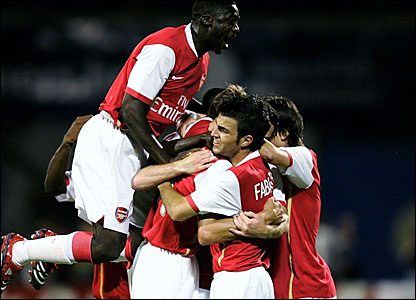 Arsenal players celebrate Robin van Persie's goal
