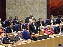 Jan Peter Balkenende, primer ministro holandés (centro)