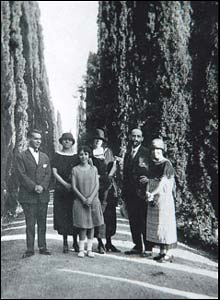 Garcia Lorca, Zenobia Campubri, Isabel Garcia Lorca, Emilia Llanos, Juan Ramon Jimenez and Concha Garcia Lorca, Granada, Jardines del Generalife, 1924.