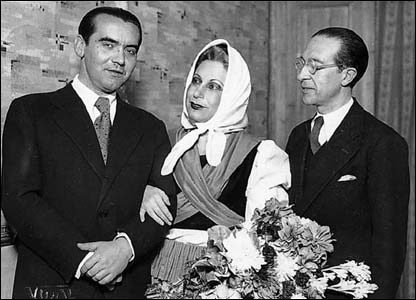 Lorca (left), Margarita Xirgu and Cipriano Rivas Cherif at the Spanish Theatre of Madrid, 29 December 1934.