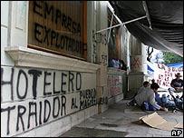 Pared pintada con consignas de protesta en Oaxaca (foto archivo).