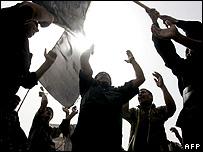Iraqi Shias heading towards Imam Musa Kadhim shrine, 19 Aug 06