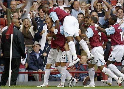 West Ham celebrate Bobby Zamora's first goal
