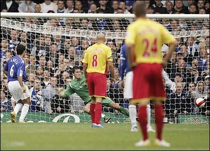Mikel Arteta scores Everton's second goal