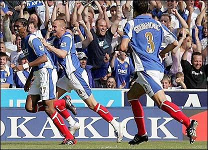 Portsmouth celebrate Kanu's first goal
