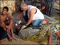 Medics helping migrants on Lampedusa, 19 Aug 06