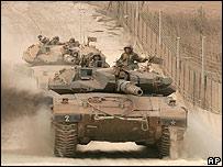Israeli tanks on the Lebanese border