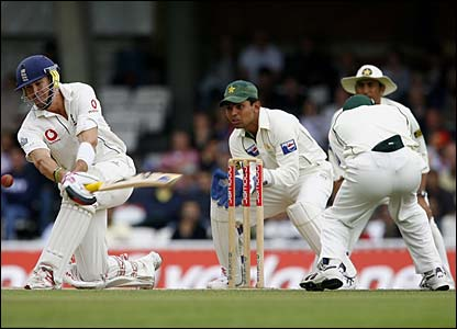 Pietersen flays Kaneria for four