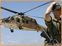 جندي ومروحية