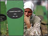 Woman mourning Srebrenica victim. File photo