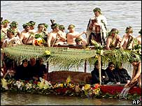 Dame Te Ata's coffin being transported by traditional canoe