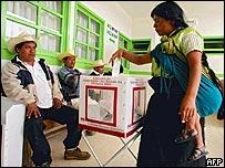 Mujer vota en Chiapas