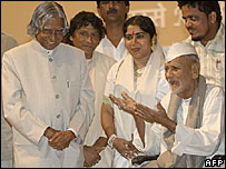 Ustad Bismillah Khan with the Indian President APJ Abdul Kalam