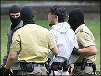 German police hold a Lebanese man (centre) suspected of planting a bomb on a train, 20 Aug 06