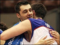 Serbia and Montenegro's Darko Milcic (l) is hugged by Mile Ilic