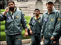 Inzamam and team-mates