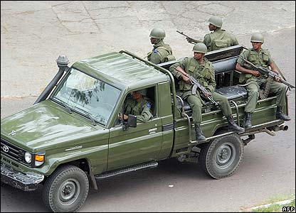 Congolese army troops patrol in Kinshasa on 22 August 2006