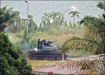 A tank of the presidential guard patrols the edge of the Congo river in Kinshasa on 22 August 2006