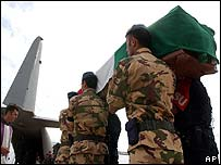 Italian troops carry coffins to aircraft, Iraq, November 2003