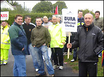 Strikers at Dura